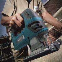 Caladora 720W con vel. variable, pendular y con luz