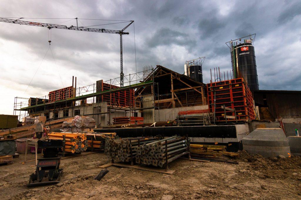 Imagen de materiales de construcción en una obra